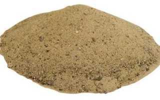 Зачем попугаю нужен песок?