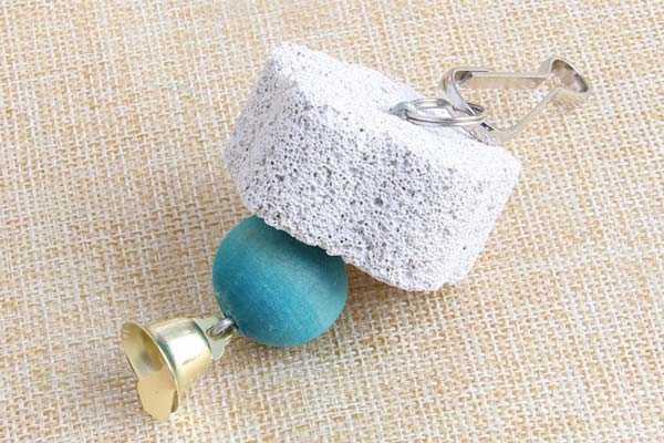 минеральный камень с колокольчиком